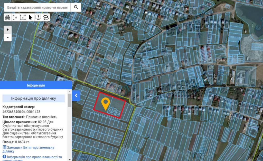 Витяг з кадастрової карти, де чітко видно, що пропоновані багатоквартирні будинки (виділено червоним) знаходяться між ділянками приватної садибної забудови. – Квітень 2021