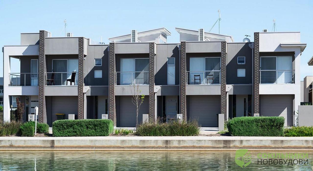 Таунхаус - це гібрид міської квартири та заміського будинку